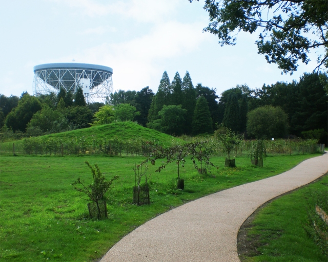 Resin Bound pathways at Jodrell Bank Discovery Centre