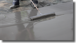 Fast setting, water tolerant, self smoothing, levelling screed